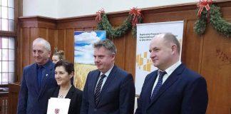 Starosta, Wicestarosta, Sarbnik oraz Marszałek po podpisaniu umowy